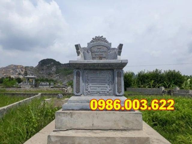 Phía trên mộ bành được gắn thêm bài vị có thể khắc chữ hoặc gắn hình